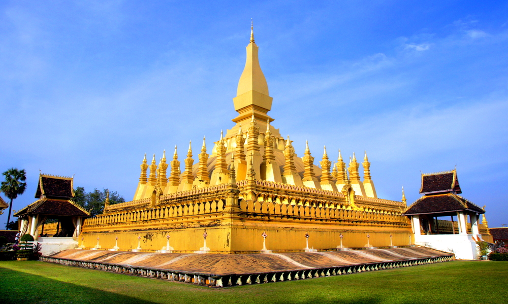golden-wat-that-luang-in-vientiane-laos